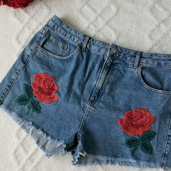 70beff98f1 Topshop moto rose embroidered mom high waist rise.  M_5a7f4b262c705d5284de64c6
